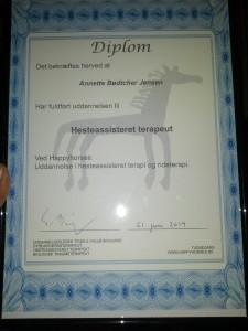 Annettes diplom som Hesteassisteret Terapeut